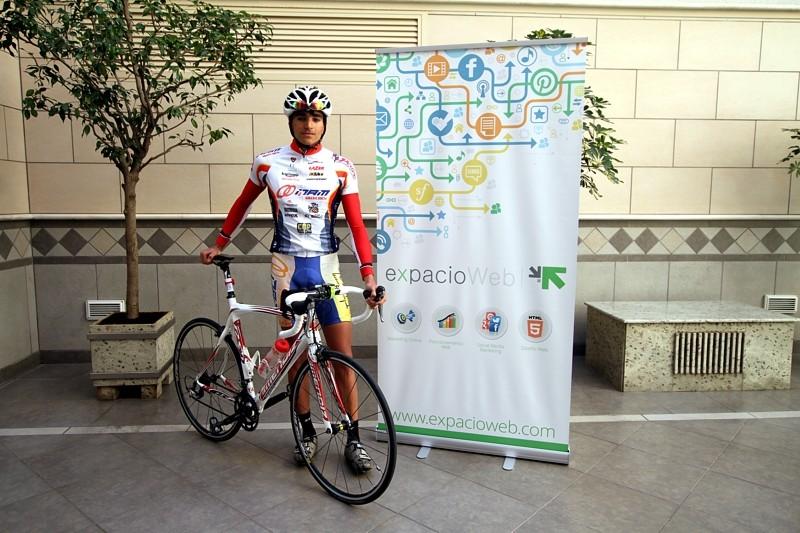 ExpacioWeb patrocina al triatleta cordobés David Jiménez Benavente