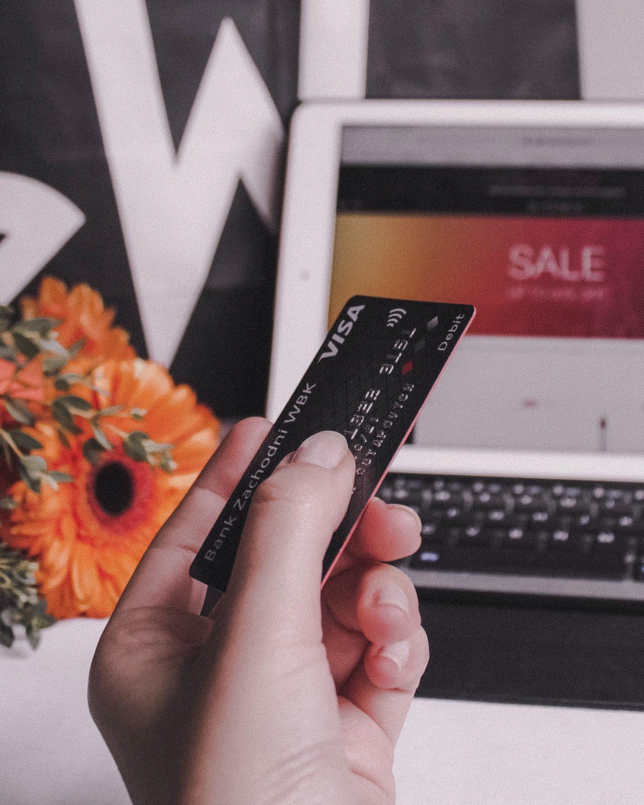 tarjetas vs dinero efectivo